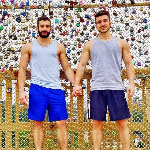 4 cặp đôi đồng tính nam vừa đẹp, vừa bền nổi tiếng nhất mạng xã hội - Ảnh 6.