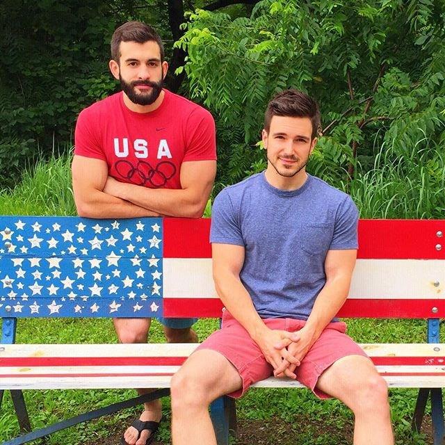 4 cặp đôi đồng tính nam vừa đẹp, vừa bền nổi tiếng nhất mạng xã hội - Ảnh 4.