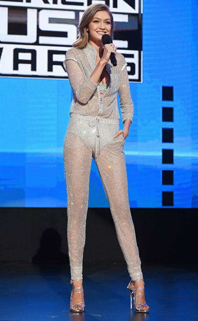 6 lần biến hóa lộng lẫy như nữ thần của Gigi Hadid ở AMA 2016 - Ảnh 14.