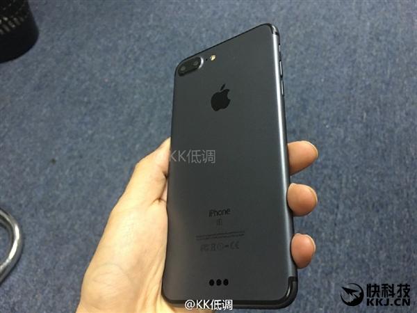 Ngắm iPhone 7 Plus bản màu đen nam tính và đầy tinh tế - Ảnh 1.