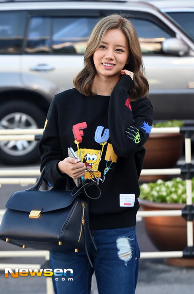 Phạm Hương mặc jeans vẫn sang như thường, Lilly Nguyễn lộ dáng thô vì đồ cá tính - Ảnh 11.