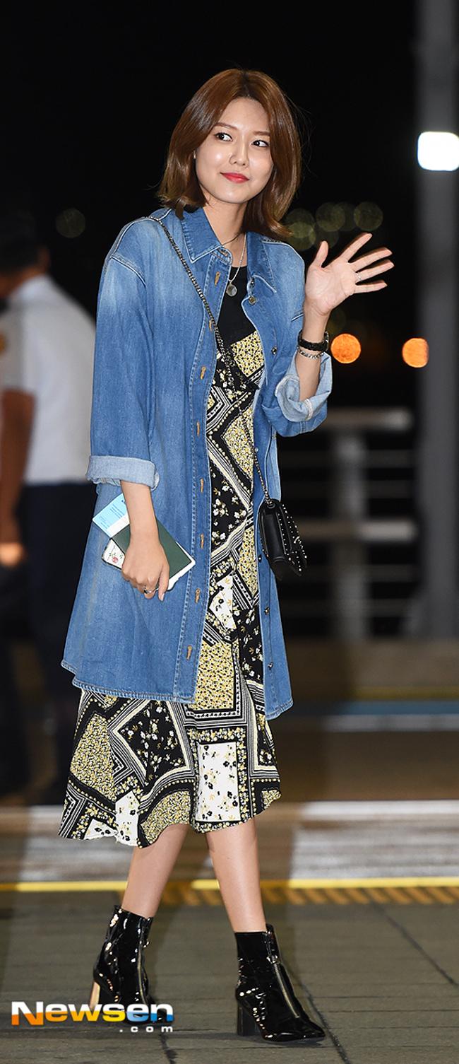 Phạm Hương mặc jeans vẫn sang như thường, Lilly Nguyễn lộ dáng thô vì đồ cá tính - Ảnh 13.