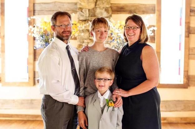 Vụ án cậu bé 14 tuổi bắn chết mẹ và em trai rồi đổ tại bố gây chấn động Mỹ - ảnh 1