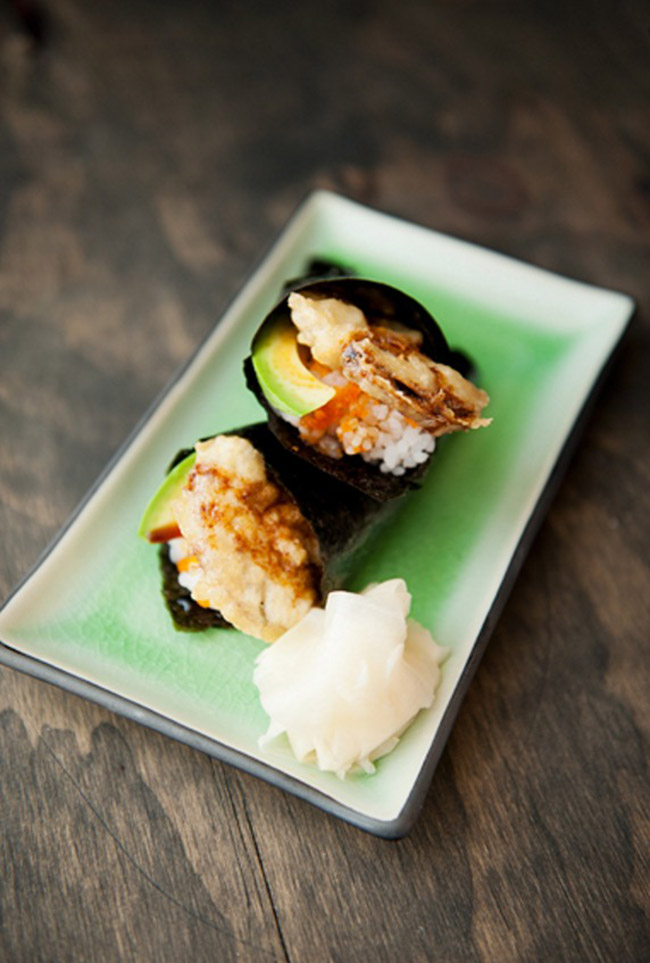 Làm sushi cuộn nấm cắn vào là giòn tan - Ảnh 10.