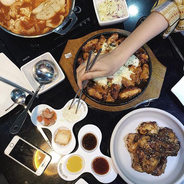 Bỏ túi địa chỉ 4 quán gà phô mai đang cực hot ở Sài Gòn - Ảnh 12.