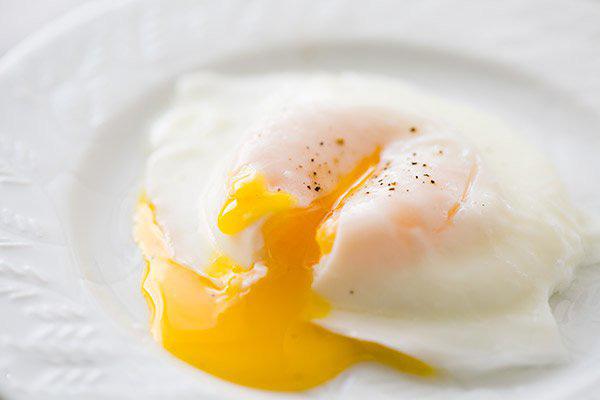 Mẹo vặt giúp bạn dễ dàng làm món trứng chần khiến bao đầu bếp toát mồ hôi - Ảnh 5.