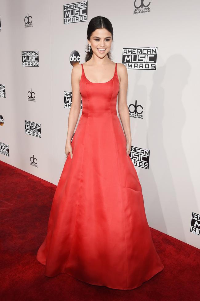 Để mặt mộc, Selena lộ vẻ mệt mỏi, xuống sắc sau thời gian điều trị trầm cảm - Ảnh 4.