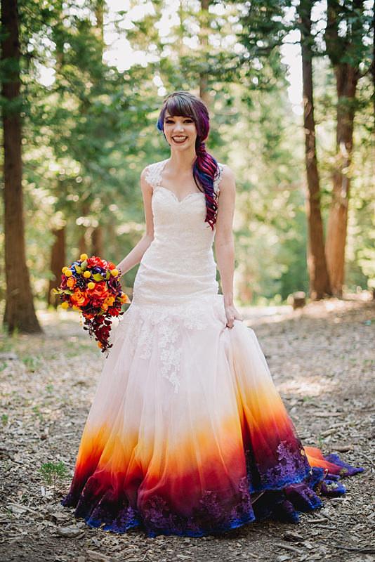 Nhuộm tóc ombre xưa rồi, giờ phải cả mặc váy cưới ombre nữa mới đúng điệu - Ảnh 3.