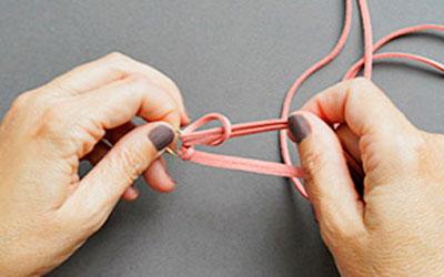 Ai mê đồ handmade thì thử ngay cách đan vòng tay cực cá tính này - Ảnh 2.