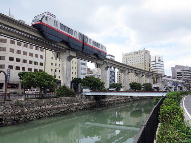 Cây xanh mọc um tùm, đẹp mắt dưới gầm đường sắt trên cao ở nhiều nước trên thế giới - Ảnh 3.