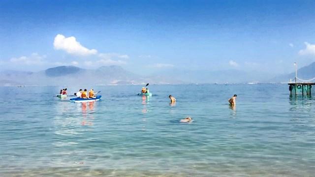 Đến Nha Trang, muốn mới lạ và không gặp cảnh đông kín thì tới 3 nơi này! - Ảnh 13.