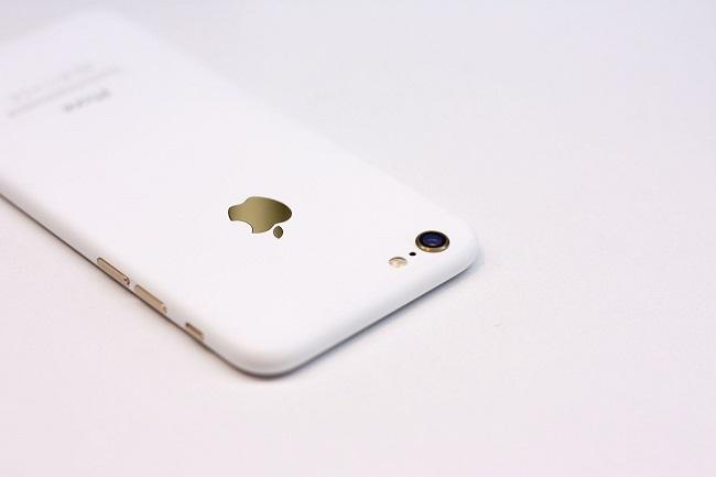 Chiêm ngưỡng iPhone độ vỏ trắng Ngọc Trinh đẹp đến xiêu lòng - Ảnh 1.