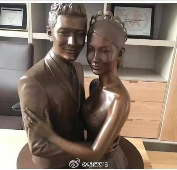 Huỳnh Hiểu Minh yêu vợ đến mức đặt tượng bà xã Angela Baby trong phòng l...