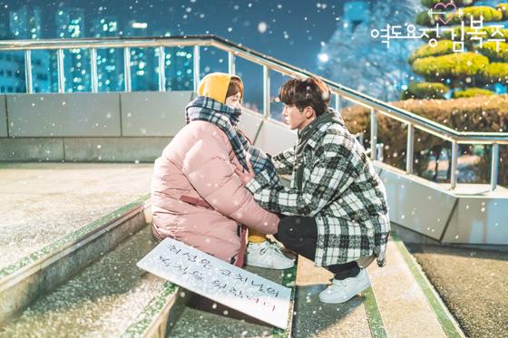 Valentine nếu chẳng đi đâu, ở nhà xem 10 phim Hàn này cũng đáng lắm! - Ảnh 2.
