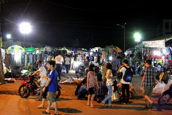 Chợ đêm làng đại học - nơi gắn bó kỷ niệm của một thế hệ sinh viên Sài Gòn sắp đóng cửa - Ảnh 4.