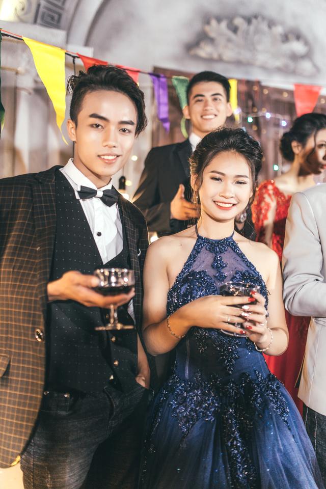 Độc nhất ở Thái Bình: Lớp học chi 40 triệu/đêm để hóa thân sang chảnh trong ảnh kỷ yếu phong cách dạ hội - Ảnh 4.