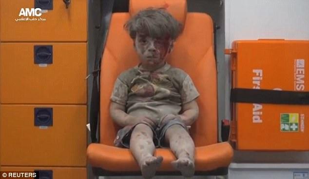 """Cậu bé """"biểu tượng chiến tranh Syria"""" sau một năm như thế nào? - Ảnh 1"""