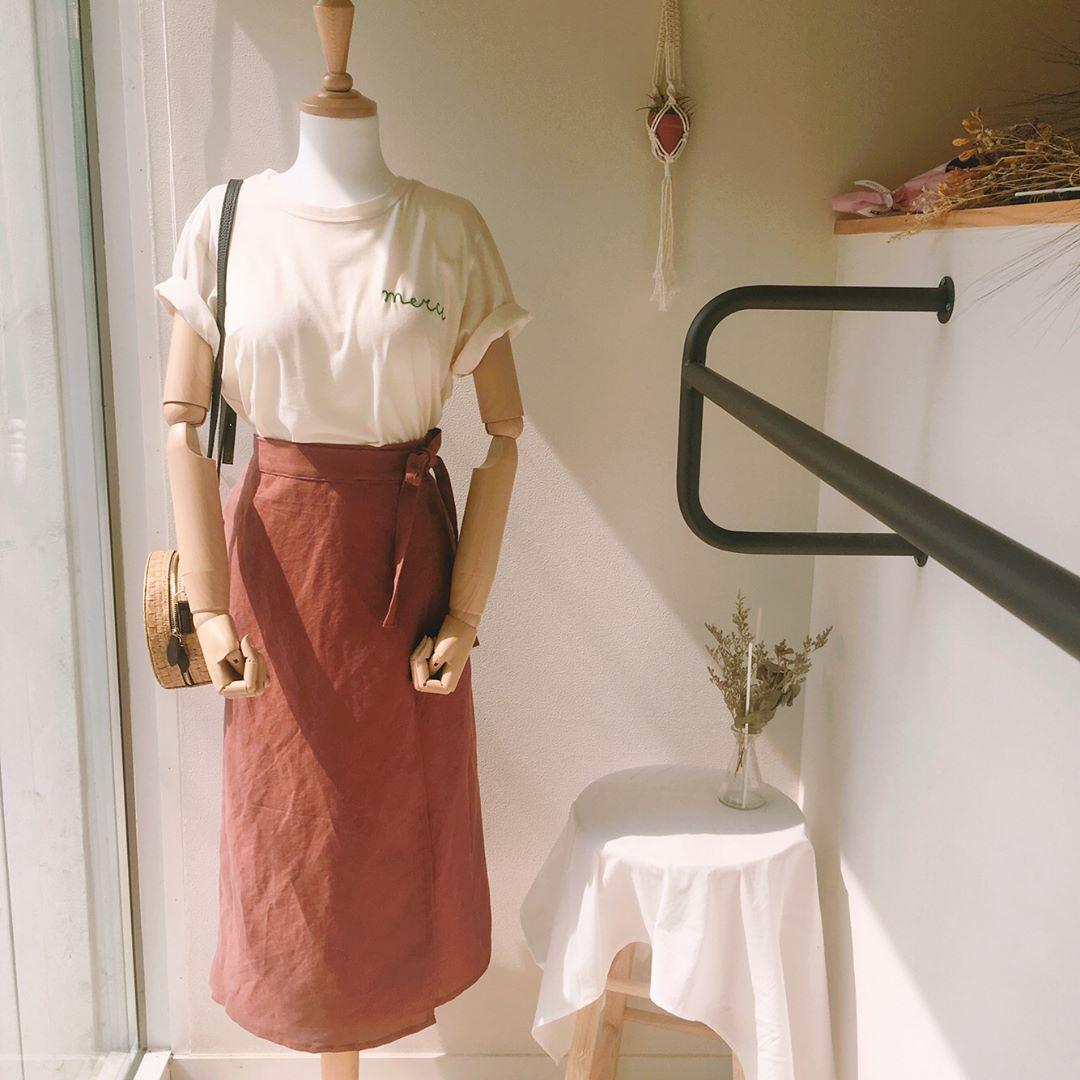 Thời trang: Thêm vài 'chiêu' mix váy quấn - Món mới hay ho từ cái tên đến cách mặc mà hội mê