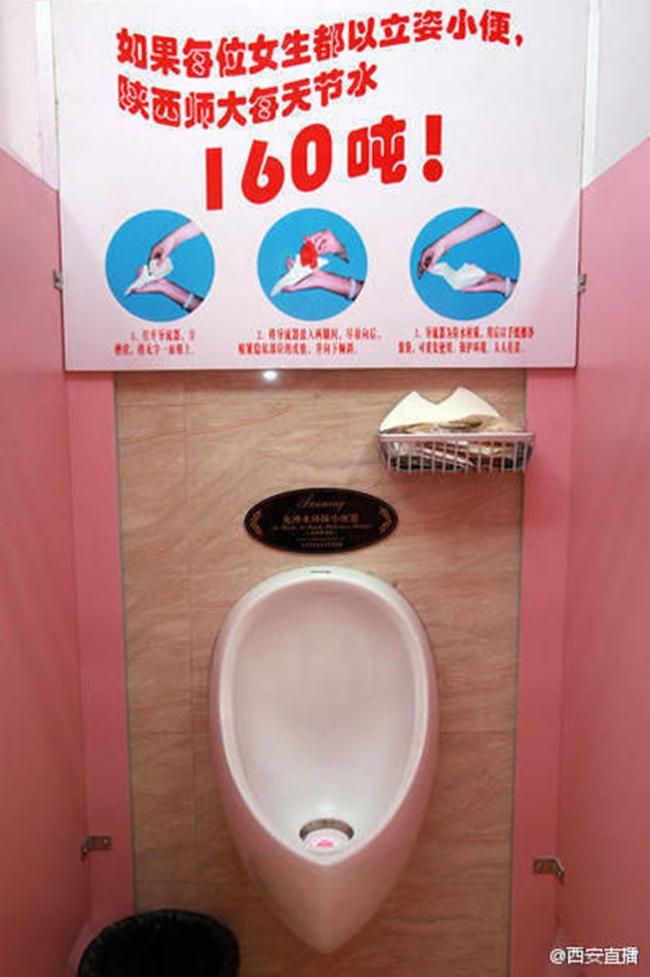 Trung Quốc: Trường Đại học yêu cầu nữ sinh đi vệ sinh đứng để tiết kiệm nước - Ảnh 1.