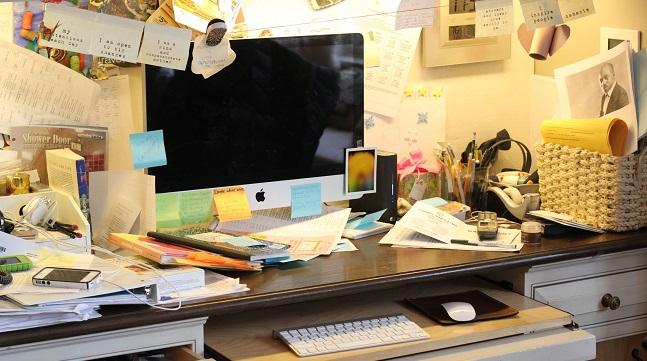 Hãy dọn dẹp bàn làm việc của bạn ngay đi trước khi phải hối hận - Ảnh 1.
