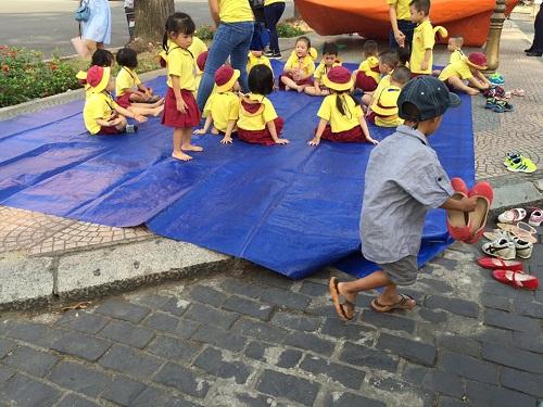 Hành trình mà nhiều người lớn tử tế đang tìm lại niềm vui cho những đứa bé nghèo ở Sài Gòn - Ảnh 4.