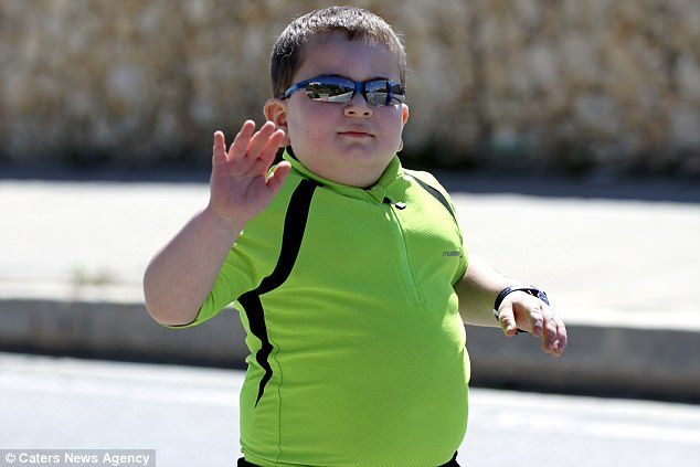 Dẫu mắc bệnh hiểm nghèo, cậu bé 8 tuổi vẫn cố gắng tập luyện thể thao và thành quả đầy bất ngờ - ảnh 1
