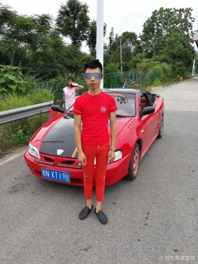 """Trung Quốc: 2 """"dân chơi nhí"""" lấy ô tô chở bạn gái đi hóng gió và cái kết đắng - Ảnh 1"""