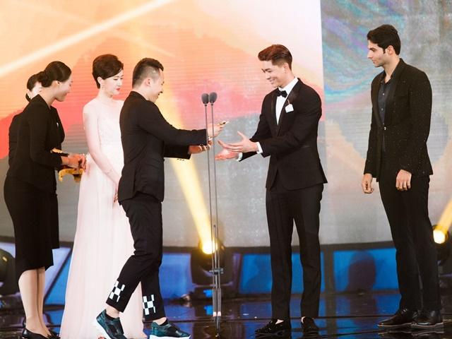 Lê Hà, Quỳnh Thư lộng lẫy hội ngộ Mario Maurer và Mai Davika trong sự kiện tại Hàn - Ảnh 4.