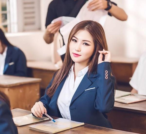 """Không chỉ là hit của Hương Tràm, """"Em gái mưa"""" còn trở thành trào lưu quốc dân trong năm 2017! - Ảnh 2."""