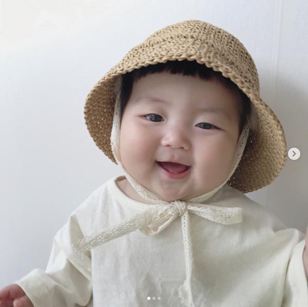 Mẹo nuôi con: Cô nhóc người Hàn sở hữu cặp má bánh bao trong truyền thuyết siêu đáng yêu