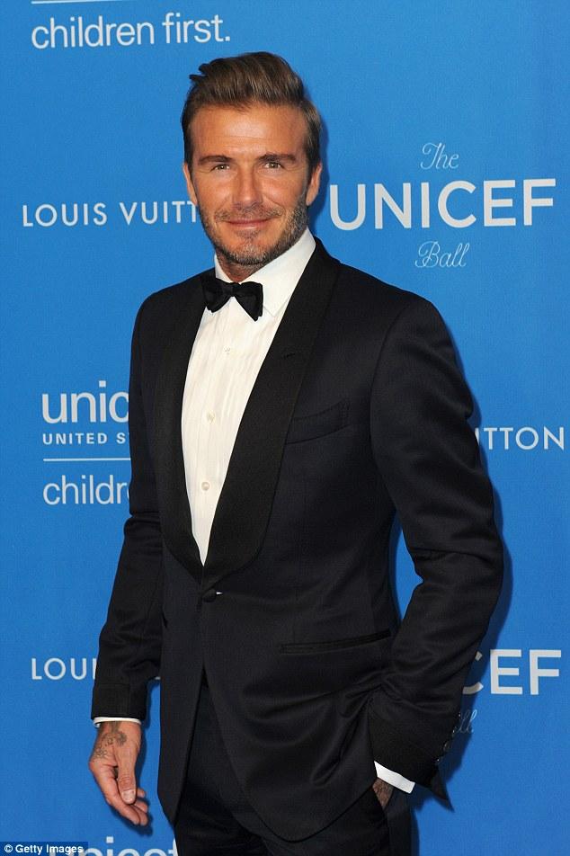 Nghĩa cử cao đẹp của David Beckham khi thấy cụ già bị ngã khiến ai cũng cảm phục - Ảnh 2.