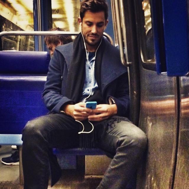 Chùm ảnh chứng minh hóa ra tàu điện ngầm mới thực sự là thiên đường trai đẹp - Ảnh 3.