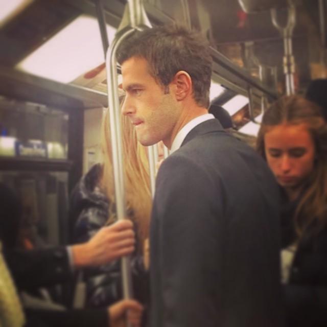 Chùm ảnh chứng minh hóa ra tàu điện ngầm mới thực sự là thiên đường trai đẹp - Ảnh 5.