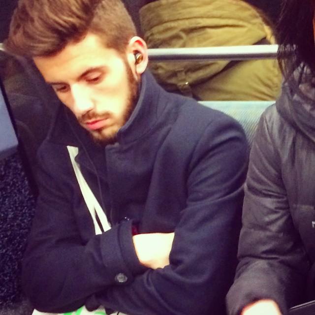 Chùm ảnh chứng minh hóa ra tàu điện ngầm mới thực sự là thiên đường trai đẹp - Ảnh 7.
