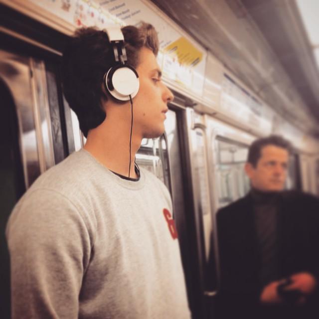 Chùm ảnh chứng minh hóa ra tàu điện ngầm mới thực sự là thiên đường trai đẹp - Ảnh 9.