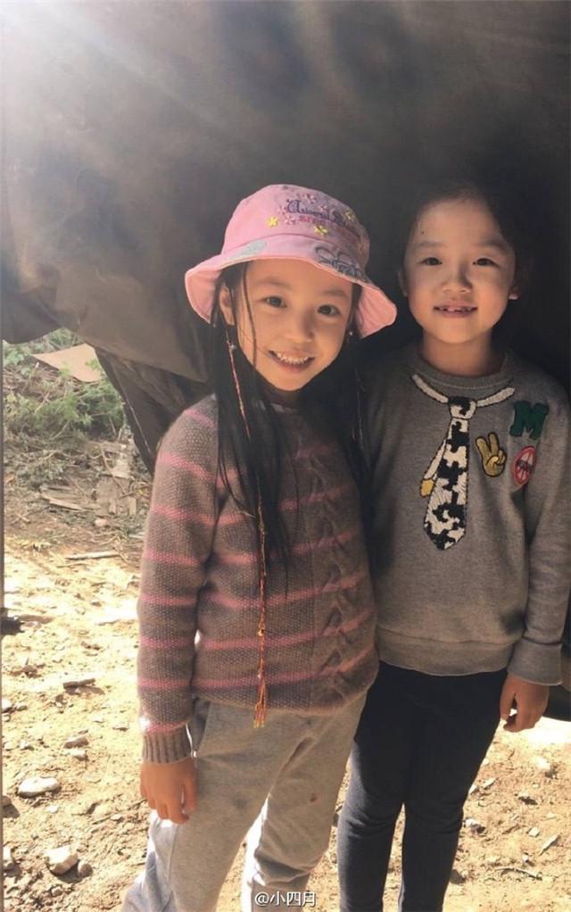 Con gái Triệu Vy bị chê quê mùa vì không mặc quần áo hàng hiệu - Ảnh 4.