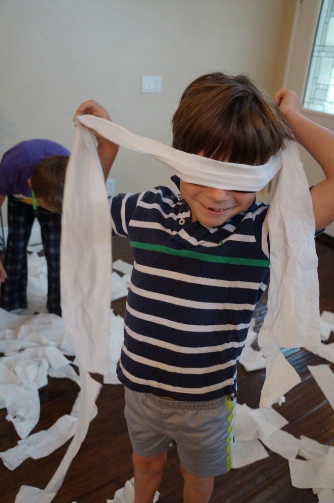 Mẹo nuôi con: Xem 15 trò chơi sáng tạo của trẻ con, người lớn sẽ phải công nhận chúng quả là thiên tài