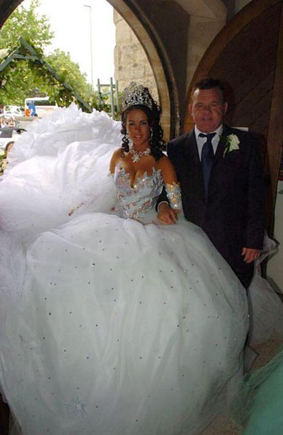 17 cô dâu hóa tuồng chèo khi khoác lên mình những thảm họa váy cưới - Ảnh 25.
