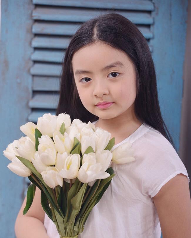 Tự tin catwalk, con gái 9 tuổi của siêu mẫu Thuý Hằng gây chú ý vì cực giống Kaity Nguyễn - Ảnh 3.