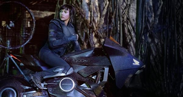 Phim của Địch Lệ Nhiệt Ba khóc ròng vì bị Fast & Furious 8 đè bẹp - Ảnh 11.