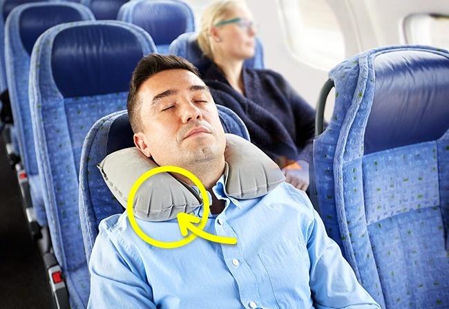 Bạn tuyệt đối không nên làm điều này trên máy bay nếu như không muốn gặp thảm họa - Ảnh 1.