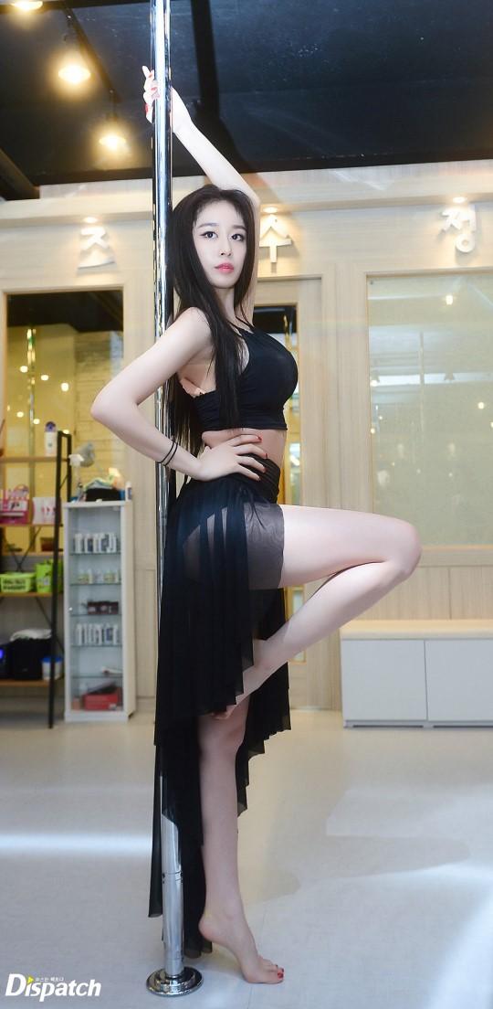 Sao Hàn: Gây mê hoặc khi múa cột sexy, nhưng tại sao đôi gò bồng đảo của Jiyeon lại nảy nở đến mức này?