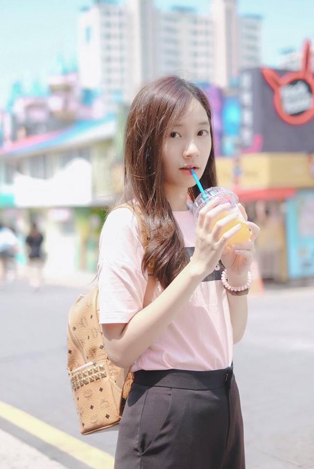 Nữ sinh Thái Lan nổi tiếng vì có gương mặt giống Yoona (SNSD) - ảnh 10