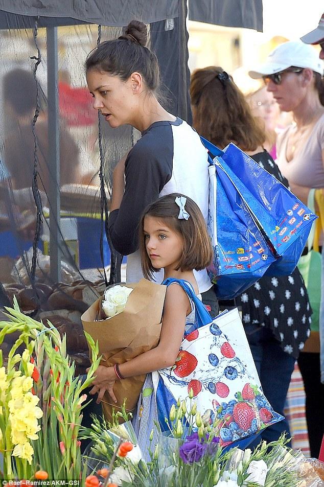 Suri Cruise và Harper Beckham: Hai cô bé nổi tiếng nhất thế giới có tuổi thơ trái ngược - Ảnh 28.