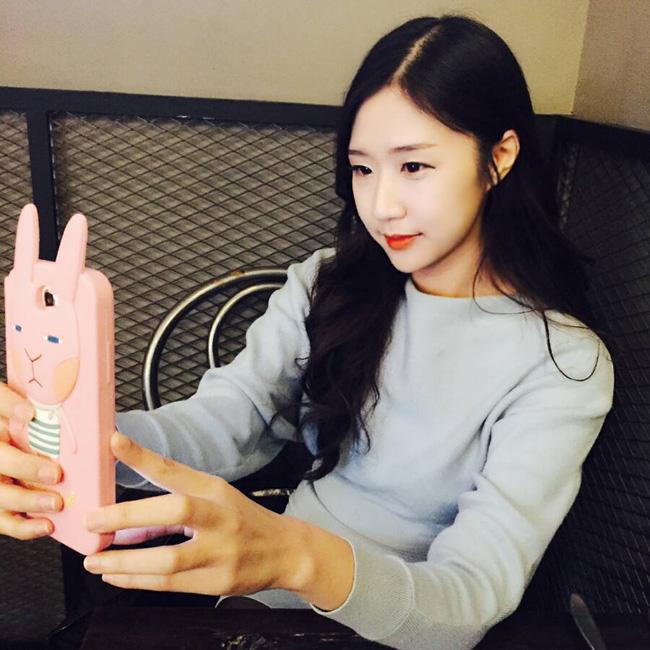 Bản cover Phía sau một cô gái của cô gái Hàn hát tiếng Việt hay hơn Hari Won - Ảnh 3.
