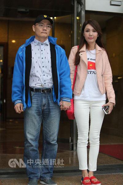 Helen Thanh Đào quyết níu kéo tình trẻ bằng tuyên bố: Suốt 18 năm qua không nói chuyện chăn gối với chồng - Ảnh 4.
