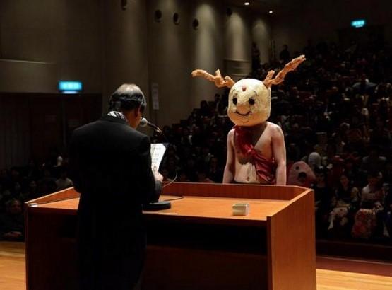 Ngày tốt nghiệp không khác gì lễ hội cosplay của sinh viên Nhật Bản! - ảnh 8