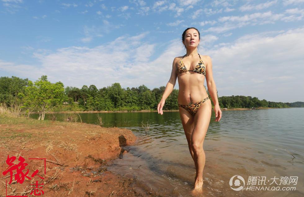 Độc lạ:Ai mà tin được người phụ nữ sở hữu thân hình khỏe khoắn với những đường cong quyến rũ này đã ngoài 50 tuổi