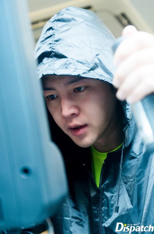 Tung ảnh đấm bốc cực ngầu, nhưng điều fan chú ý lại là khuôn mặt sưng vù của Jang Geun Suk - Ảnh 9.