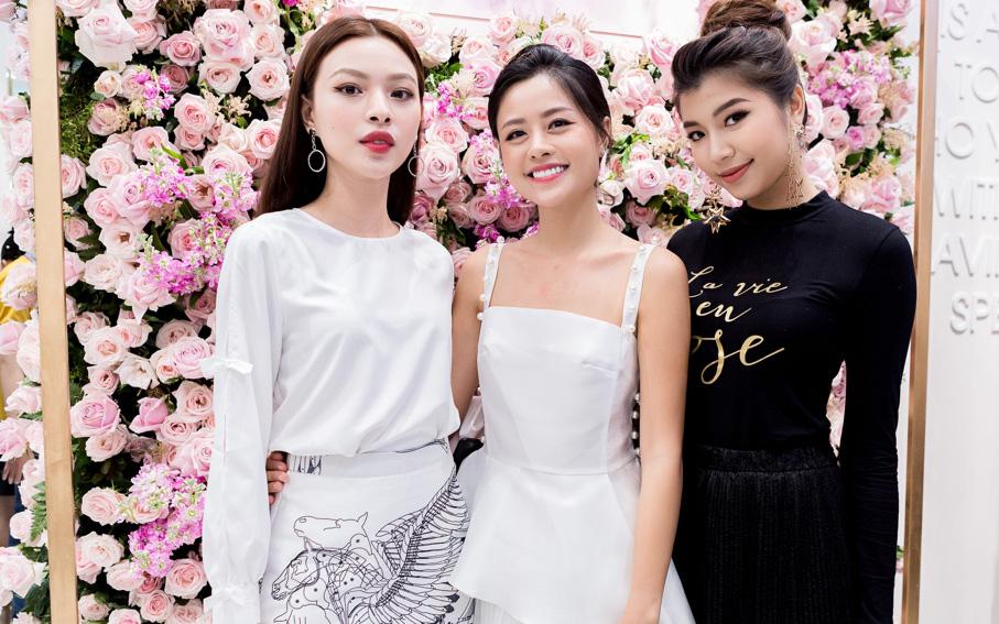 Tú Hảo, Đồng Ánh Quỳnh, Trương Mỹ Nhân cùng đọ sắc tại buổi Soft Opening của MARC